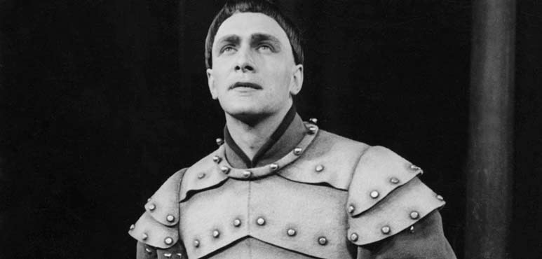 Christopher Plummer as Henry V, 1956. Photo by Herb Nott and Co. Ltd.