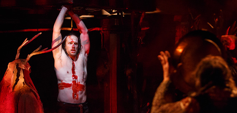 Ian Lake as Macbeth with members of the company in Macbeth (2016).